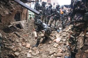 Nepal_quake_rescuer